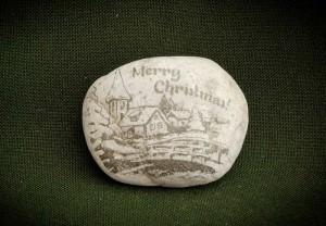 Merry-Christmas,-havas-fenyő---kő-ajándéktárgy